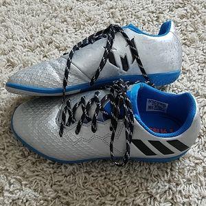 ADIDAS boys indoor soccer shoes 💙